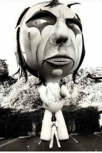 Alice Cooper's Giant Promo Balloon, 1975 (via SickThingsUK).