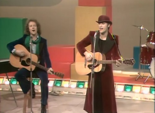 Steve Harley & Cockney Rebel elicit a smile, 1975.