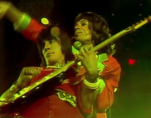 Ron Wood and Mick Jagger perform in Los Angeles, 1975
